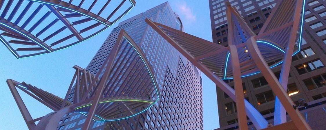 art-sculpture-in-front-of skyscraper