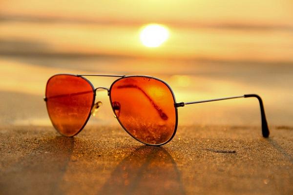 sunglasses-lying-on-beach